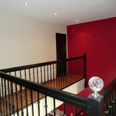 Le passage du neutre aux couleurs tranchées en rouge et noir a apporté du caractère à la maison.