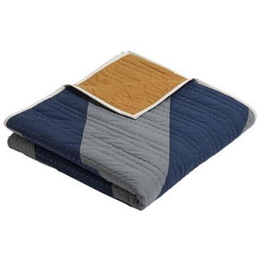 Plaid Hay design Bleu,Ocre,Vert de gris en Tissu. Dimensions : 250 x 250 cm. On craque pour ce grand plaid carré et coloré, qui associe couleurs vibrantes et motifs graphiques. ...