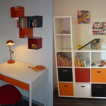 Chambre d'adolescent orange - Bureau et rangements