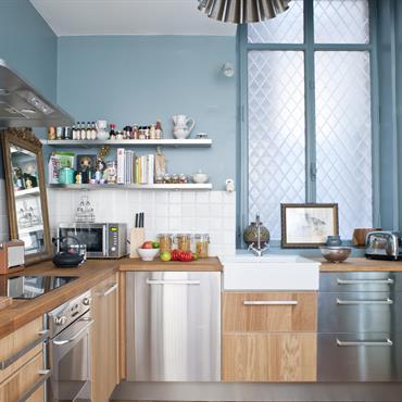 Cuisine moderne bois et bleu clair