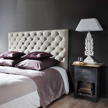 Faites de doux rêves protégés par la tête de lit capitonnée CHESTERFIELD. Avec son tissu en lin, cette tête de lit 160 cm apporte une déco chic à la chambre. ...
