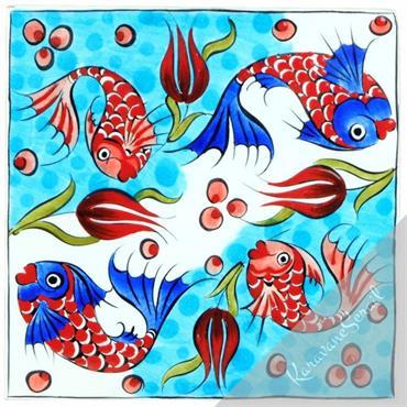 Carreau en céramique décoré de poissons