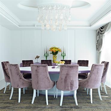 Salle à manger avec table ronde