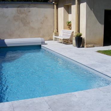 Dallage en pierre bleue, piscine traditionnelle
