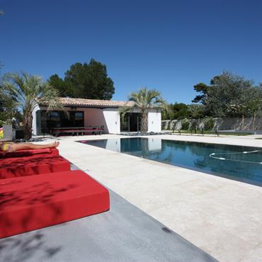 Grand espace piscine