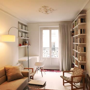 Salon optimisé et lumineux dans les tons beiges