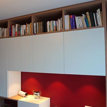Bureau avec bibliothèque sur-mesure