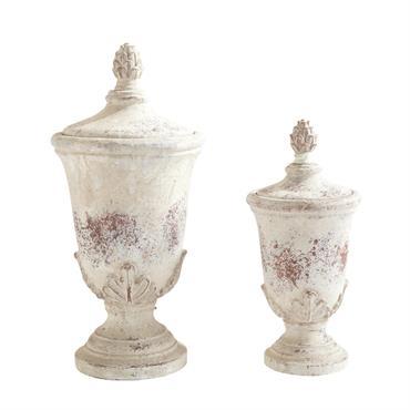 Ces deux pots trouveraient facilement leur place dans une maison de maître, un manoir ou un château. Réalisés en terre cuite, ces deux pots de décoration sont blanchis, de telle ...