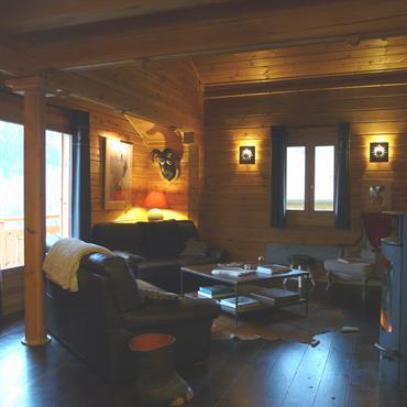 Un salon cosy près du poêle