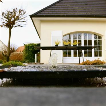 Piscine avec fontaine