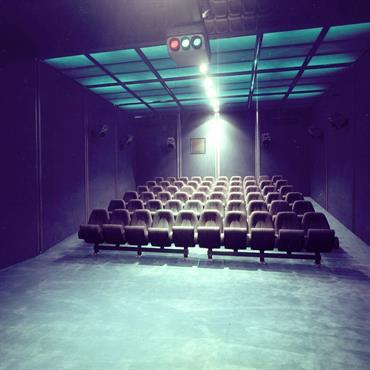 Réaménagement d'une salle de cinéma, look moderne