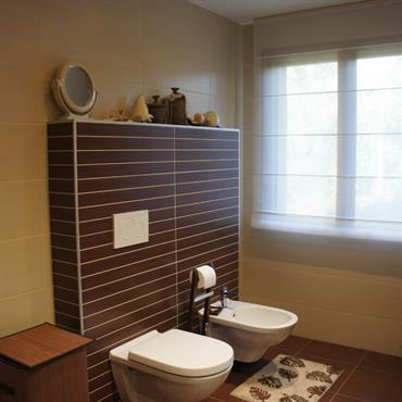 Wc salle de de bain marron et beige