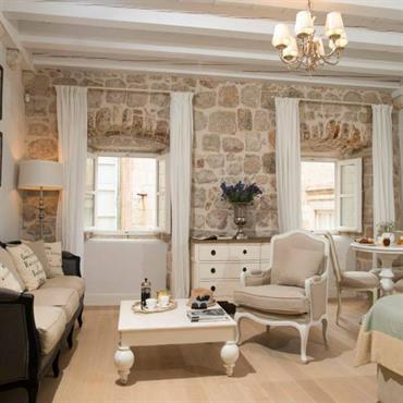 Deco chambre style chalet couette et coussins carreaux avec un ameublement original aux - Chambre adulte style montagne ...