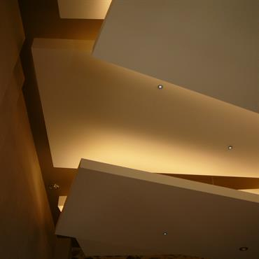 Faux plafonds en strates superposées
