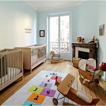 Chambre aménagée pour deux bébés