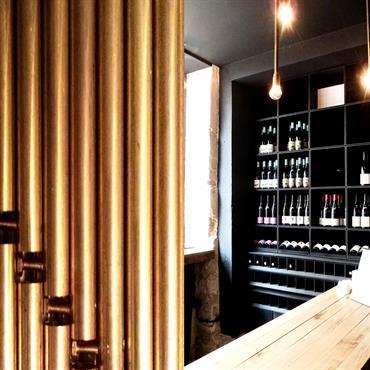 Enfilade de casiers à bouteilles: acier brut et valchromat noir