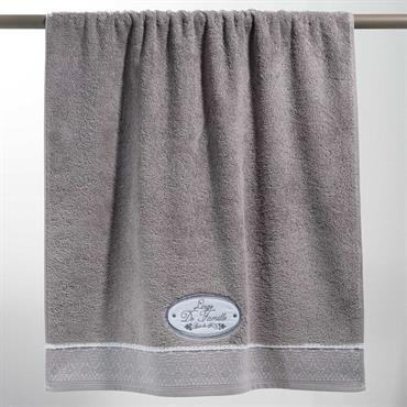 Ce grand drap de bain 70x140 en coton gris vous enveloppera de douceur à la sortie de votre bain. Le détail déco : son bel écusson brodé pour la touche ...