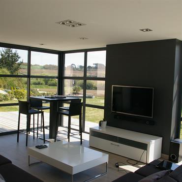 Extension moderne avec une baie vitrée