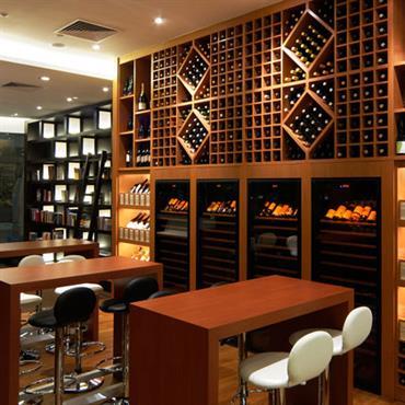 Bar à vin et bibliothèque