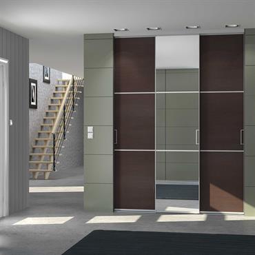 Portes de placard coulissante sur -mesure dans une entrée. Avec miroir et traverses (modèle trio)