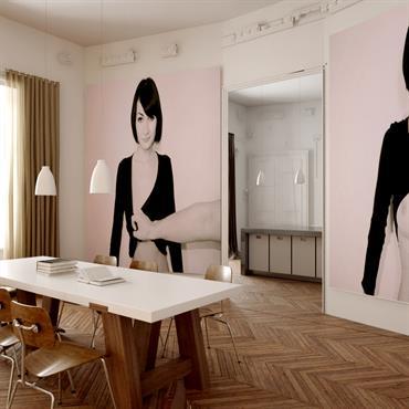 Salle à manger contemporaine avec photos murales géantes et parquet à chevrons