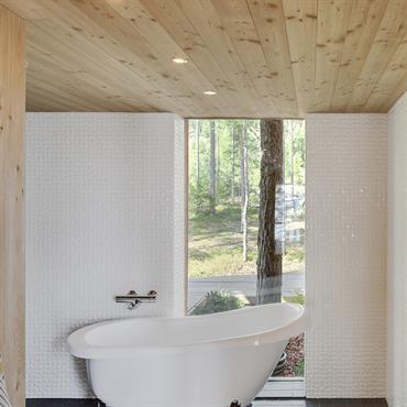Salle de bains et foret