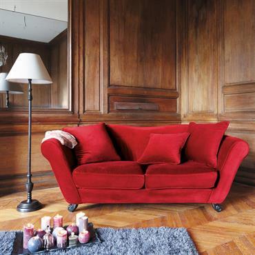 Mettez de la couleur et des formes dans votre intérieur avec ce canapé 3 places rouge Baroque. Ce sofa 3 places, recouvert d'un velours moelleux et coloré, égayera votre pièce ...