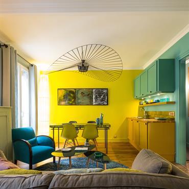 Restructuration d'un petit appartement de 32 m2 à Paris. Très cloisonné au départ, il a fallu le restructurer  pour gagner en volume, et créer des fenêtres intérieures pour laisser ...
