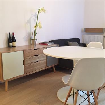 Salon et salle à manger au design simple et pur