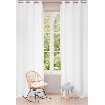 Habillez vos fenêtres du rideau à illets en lin lavé blanc et vous apporterez clarté et élégance dans votre intérieur ! Intemporel, le blanc s'alliera à tous les styles de ...