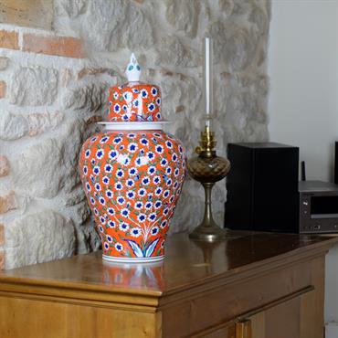 Jarre en céramique d'Iznik décoré d'un prunus en fleur