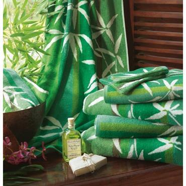 Une collection de serviettes de toilette et draps de bain aux doux motifs fleuris pour prendre soin de soi... Eponge 100% coton, 400 g/m². Tapis 700 g/m² Lavable à 60° ...