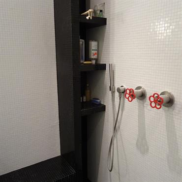 Coin douche avec banc sur mesure