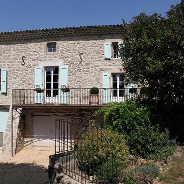 Maison traditionnelle de la Drôme en pierres apparentes