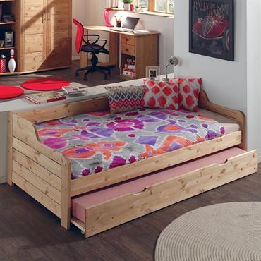 Aménagement d'une chambre d'ado avec lit banquette, bureau et armoire