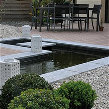 Plage et abords de piscine par agn s vermod - Terrasse bois avec bassin ...