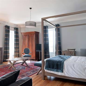 Chambre à coucher habillée savec subtilité de vert
