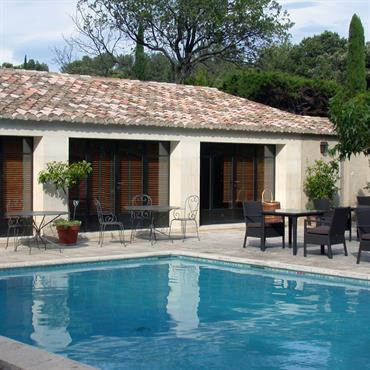 Maison provençale avec terrasse et piscine