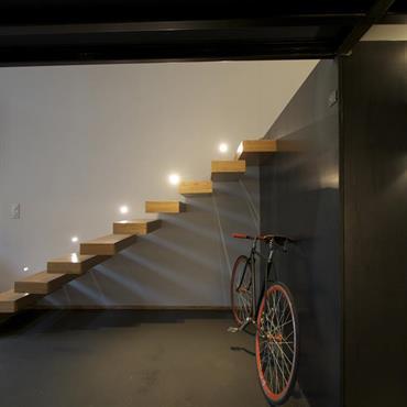 Escalier design encastré