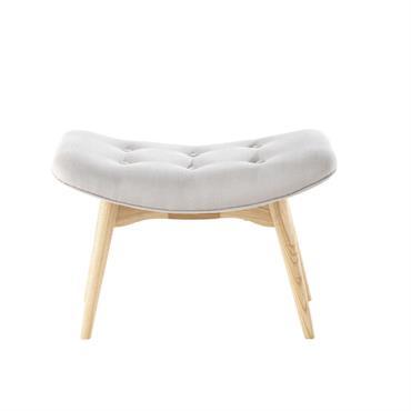 Sobre et épuré, ce repose-pieds gris ICEBERG complètera votre cocon de douceur au salon. Monté sur des pieds obliques, ce repose-pieds est dotée d'une assise capitonnée pour plus de confort. ...
