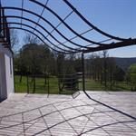Tonnelle de terrasse adossée au mur