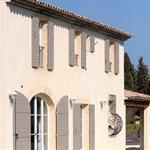 Cette maison provençale présente les attributs de la bastide