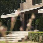 Vue extérieure de la maison et jardin