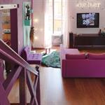 Pièce à vivre dans un style cocooning avec la douceur du rose-violet