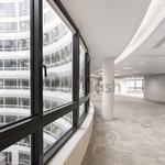 Couloir d'un immeuble d'entreprise
