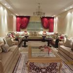 Grand salon classique crème et rouge
