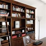 Bureau tout confort avec meuble bibliothèque en bois massif
