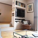 Salon-Un meuble sur mesure a été spécialement conçu pour accueillir la télévision