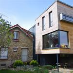 Maison contemporaine en bois et baies vitrées