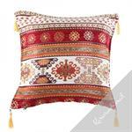 Coussin décoré de motifs traditionnels orientaux